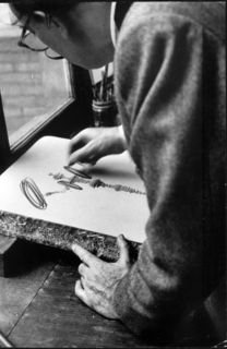 Dali works at a lithography stone in the Atelier Mourlot