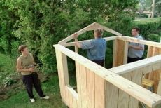 Building a play house - porch, decking, roofing and lots of tips and videos (no plans or detailed instructions tho):