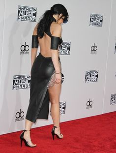 Kylie Jenner American Music Awards In La November 2015 Kylie Jenner Website, American Music Awards 2015, Kylie Jenner Snapchat, Sexy High Heels, Beautiful Words, Girl Fashion, Two Piece Skirt Set, Celebs, Outfits