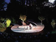 Out door theatre: Regent's Park Open Air Theatre — London, England
