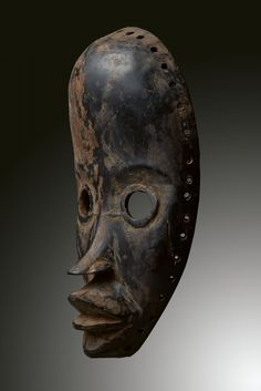 - DAN MASK - Lot 10 - Estimate: €1500 - €2000 - Find all details for this object in our online catalog! Ivory Coast, Art Auction, Dan, Africa, Skull, Museum, Artist, Liberia, Brussels