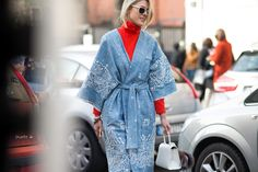 Sofia Valkier's street style at Milan Fashion Week Fall 2015 Milan Fashion Week Street Style, Autumn Street Style, Tomboy Fashion, Denim Fashion, Boho Gown, Bohemian Look, Kimono Cardigan, Vintage Denim, Dress Me Up
