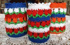 tulips to crochet Crochet Kitchen, Crochet Home, Knit Crochet, Catania, Easter Crochet, Embroidery Needles, Crochet Flowers, Crochet Projects, Diy And Crafts