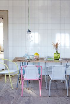 We love the lovely tones of the chairs. #dining #style