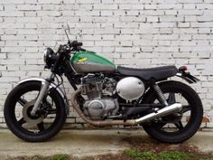Cafe racers, scramblers, street trackers, vintage bikes and much more. The best garage for special motorcycles and cafe racers. Cb Cafe Racer, Vintage Cafe Racer, Vintage Bikes, Cafe Racers, Honda Bikes, Honda Motorcycles, Scooters, Cb 450, Honda Cb400