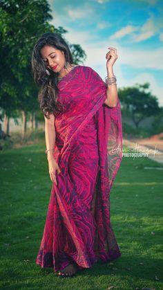 Portrait Photography Tips, Indian Wedding Photography Poses, Photography Poses Women, Girl Photo Shoots, Girl Photo Poses, Girl Poses, Beautiful Girl Indian, Beautiful Women, Saree Poses