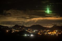A Brilliant Green Meteor Lights Up Indias Sky Islands Mettupalayam Clicked by PRASENJEET YADAV' [OS][1136x891]