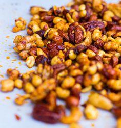 Sriracha & Maple Roasted Mixed Nuts-0816