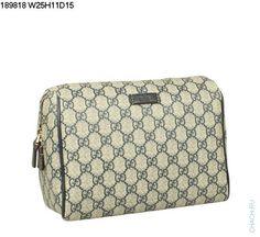 Небольшая сумочка-клатч Gucci бежевого цвета из натуральной кожи и фирменного материала Гуччи