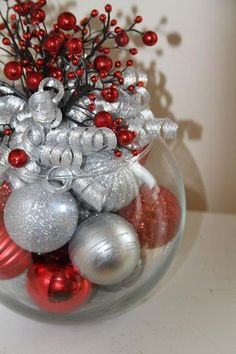 54 Unique Christmas Centerpieces Ideas. You Must See It Easy Diy Crafts, Diy Crafts For Kids, Christmas Centerpieces, Christmas Bulbs, Holiday Decor, Home Decor, Christmas Light Bulbs, Homemade Home Decor, Interior Design