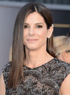 Sandra Bullock @ 2013 Oscars Photos – Makeup, Dress, Hair