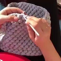 Vou Revelar Como Estou Ganhando Dinheiro com Crochê! Crochet Gloves, Crochet Beanie, Crochet Braids, Baby Blanket Crochet, Crochet Dolls, Crochet Baby, Crochet Top, Crochet Twist, Crochet Geek
