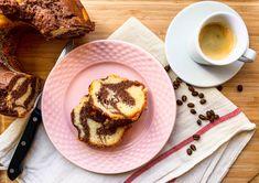 Mramorová bábovka je symbol domácí pohody a štěstí. Vláčná, nadýchaná a díky kakau na řezu s krásným mramorováním. Podle tohoto receptu se zaručeně povede. French Toast, Breakfast, Food, Morning Coffee, Essen, Meals, Yemek, Eten