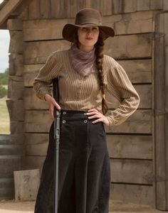 Bang bang: Michelle Dockery could be seen touting a gun in upcoming Netflix limited series Godless Cowgirl Outfits, Western Outfits, Western Wear, Western Dresses, Cowboy Outfits For Women, Western Cowboy, Costumes Western, Cowboy Costumes, Wild West Costumes