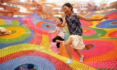 Playground gigante de crochê.