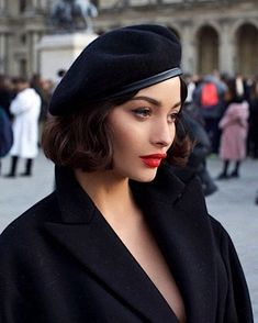Lily Hair spares no effort to help female have voluminous & longer healthy hair look as well as collect hair tutorials. Make Up Geek, Taylor Lashae, Photographie Portrait Inspiration, Vintage Outfits, Vintage Fashion, Retro Fashion, Parisian Chic, Fashion Beauty, Beret Outfit