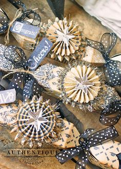 """rosettes and """"poppers"""" for gift giving. Christmas Paper, Handmade Christmas, Christmas Crafts, Christmas Ornaments, Christmas Stars, Christmas Holiday, Paper Medallions, Paper Ornaments, Christmas Crackers"""