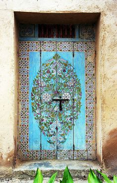 hijos-delsol:  t-a-h-i-t-i:  Painted Door, Rabat Oudaias (Morocco) by David&Bonnie   Perfection Perfection Perfectionnn (Queued for hijos-delsol)