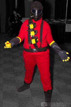 #Pyro from #TeamFortress 2 #Cosplay from #SteelCityCon #ComicCon ----- Check out more of my photography @ http://www.facebook.com/MidnightSkyPhotography (Link in Profile) ----- #MidnightSkyPhotography #MidSkyPhoto