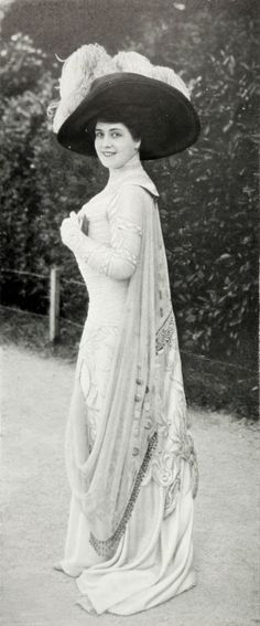 Magdeleine Chaumont in a dress by Jeanne Margaine-Lacroix. Les Modes August…