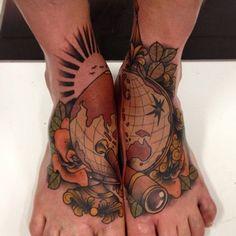 tatuajes en los pies para hombres globo terraqueo