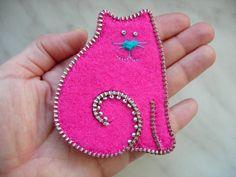 pink zipper felt cat brooch by Mananko on etsy