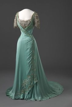 An elegant evening gown that was one of the favourites of the Countess Vorkosigan (also the Vicerine of India) , c. 1909.