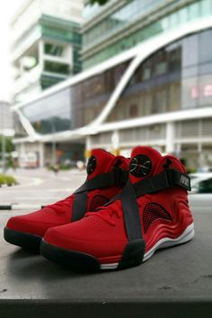 the latest 0548d aafba NIKE Lunar Raid - Leather and fabric upper - Air-Sole heel unit - Criss  cross strap across the front