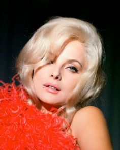 actrices de l'âge d'or Italian Actress,Virna Lisi, Portray Pose for the Wedding Faq: Answers Fo Classic Hollywood, Old Hollywood, Photo Star, Lisa, Woman Movie, Actress Wallpaper, Moda Boho, Italian Beauty, Italian Style