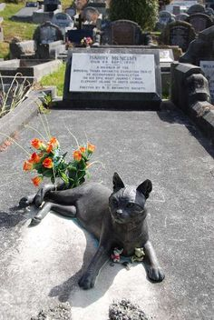A statue of Mrs. Chippy on Harry McNeish's grave. Photo by Nigel Cross.