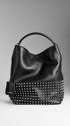 Mittelgroße Hobo-Tasche aus Leder mit Nieten