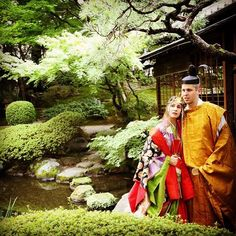 A couple dressed in heian robes.