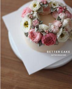 "277 Likes, 2 Comments - 베러케이크/BetterCake 버터크림&앙금플라워케익 (@better_cake_2015) on Instagram: "". . Done by my student - Buttercream flower cake . . (베러 정규클래스/Regular class) www.better-cakes.com…"""
