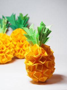 要過年了,先祝大家 2013 年 旺來 旺來  好運、財運   興旺利來 鳳梨 Pineapple  是 適合送人的摺紙作品,工序繁多,卻簡單、易學 摺的時候像個小型加工廠,...