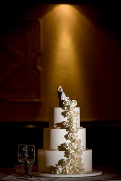 Naked Cakes Are Still Trending Perfectly Teamed With A Dusting Of Sugar Or Add Splash Colour Fresh Native Flowers