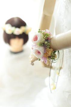 ここのところずっと毎週のように花冠とリストレット(手首に飾る花)を作っているなあと気付くと、オンシーズンまっただ中です。リストレットという、簡単につけられ...
