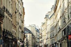 Las 30 mejores cosas que puedes hacer en París. Ante ti se encuentra la llave que te abrirá las puertas a la ciudad: una guía con los mejores lugares de la zona, creada por anfitriones locales de Airbnb