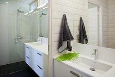 Hieno paneeliseinä kylpyhuoneessa
