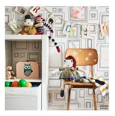 Super einfache und süße Idee fürs Kinderzimmer: Sternen Aufkleber auf einem Vintage Holzstuhl | planen pro qm