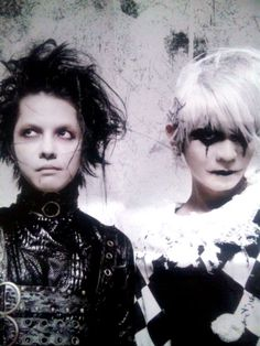 Hyde in Vamps --> is he so into johnny depp or what? lol