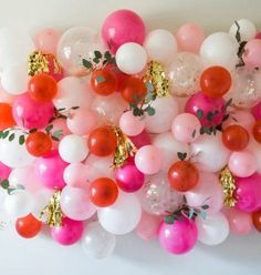 A pallet wall photo backdrop is perfect for any party or celebration. All you need to create this simple DIY photo backdrop is four pallets and some flowers Stage Decorations, Balloon Decorations, Christmas Decorations, Balloon Ideas, Baloon Wall, Princess Balloons, Diy Photo Backdrop, Backdrop Ideas, Wall Backdrops