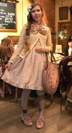 angie-dream:  My outfit for a small lolita meet-up. Thanks Katou Noir for the photo!  Cardigan and fur collar - Axes Femme / Dress - Innocen...