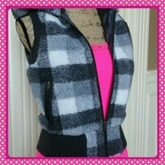 ❤HOST PICK❤Check it out checkered gray vest So trendy and fun is this grays and white checkered design zip up hooded vest. Fully lined. Acrylic polyester blend. Junior size M sweater project Jackets & Coats Vests