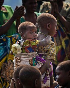 Batwa children. uganda By: vezio paoletti
