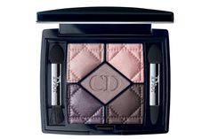 Discover Christian Dior fashion, fragrance and accessories for Women and Men. Make-up - Eyeshadows - The purest expression of Dior Colour modified into a variety of professional textures with spectacular effects. Coral Eyeshadow, Sparkle Eyeshadow, Eyeshadow Brushes, Makeup Eyeshadow, Dior Makeup, Blush Makeup, Makeup Cosmetics, Dior Beauty, Christian Dior