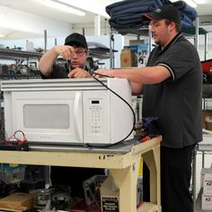 More and more appliance repaircompanies are struggling with microwave repair throughout the country.  The average technician is under the assumption that most microwaves are throw-away items. Yes, the average outlet store microwave is not…