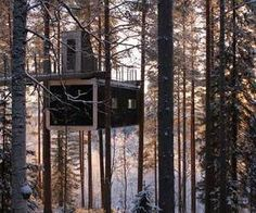 This tree-top hotel room by Swedish architects Cyrén & Cyrén is accessed via a bridge leading from the hilly forest to an entrance on the roof.The Cabin hangs from the trees and has a roof terrace overlooking the forest Ideas De Cabina, Tiny House, Woodland House, Forest House, Tree House Plans, Play Houses, Tree Houses, Bungalow, Tree Tops