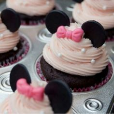 Pink Minnie Mouse cupcakes #minniemousecupcakes