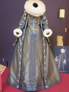 Based on that of Isabella Clara Eugenia, late 16th/early 17th century.