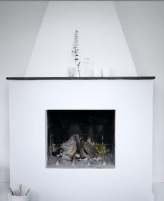 HOUSE of PHILIA Minimalist Fireplace, Simple Fireplace, Exterior Design, Interior And Exterior, Fireplace Fronts, House Of Philia, Hearth, Scandinavian, Sweet Home